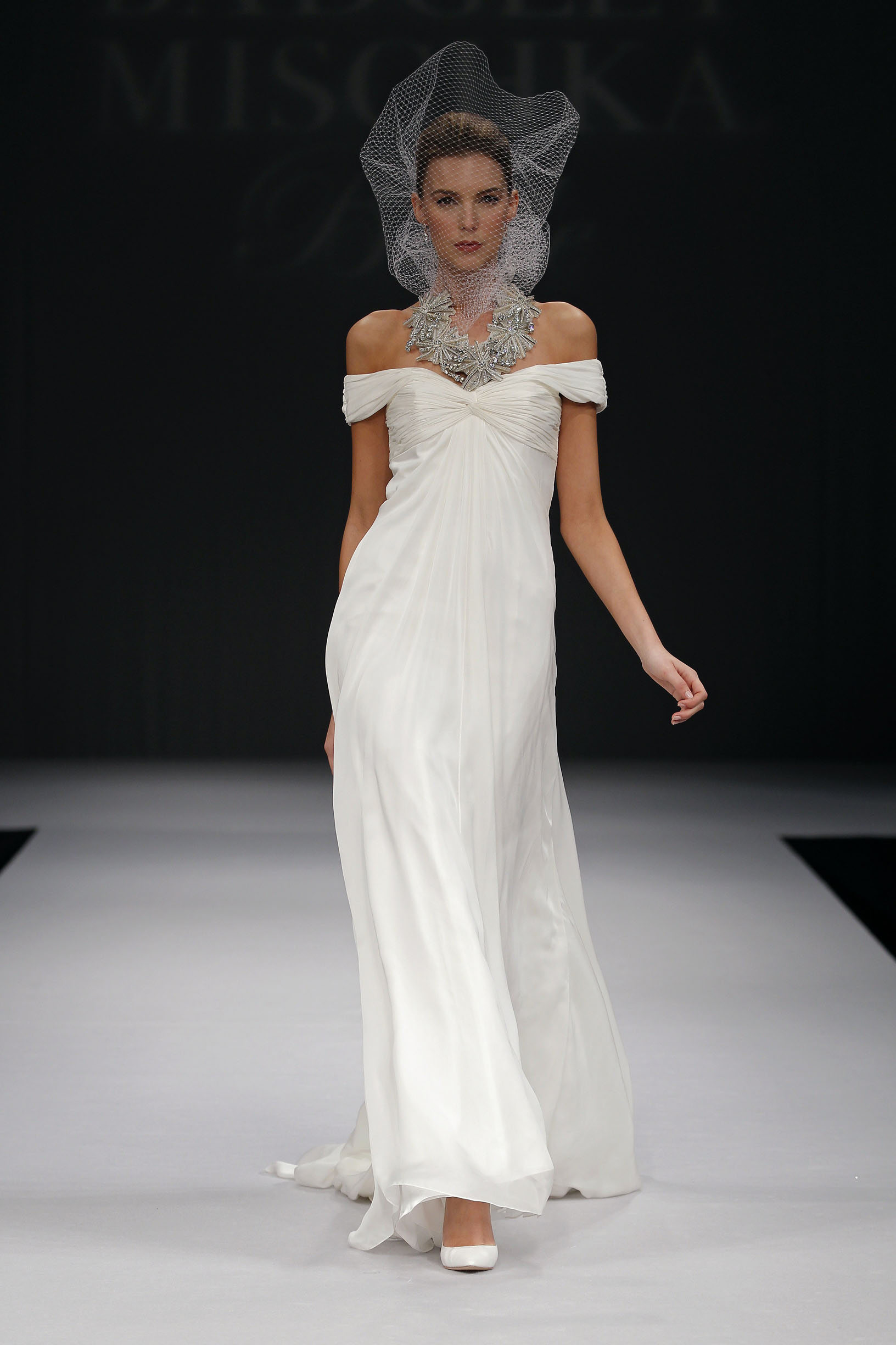 badgley-mischka-Sydney