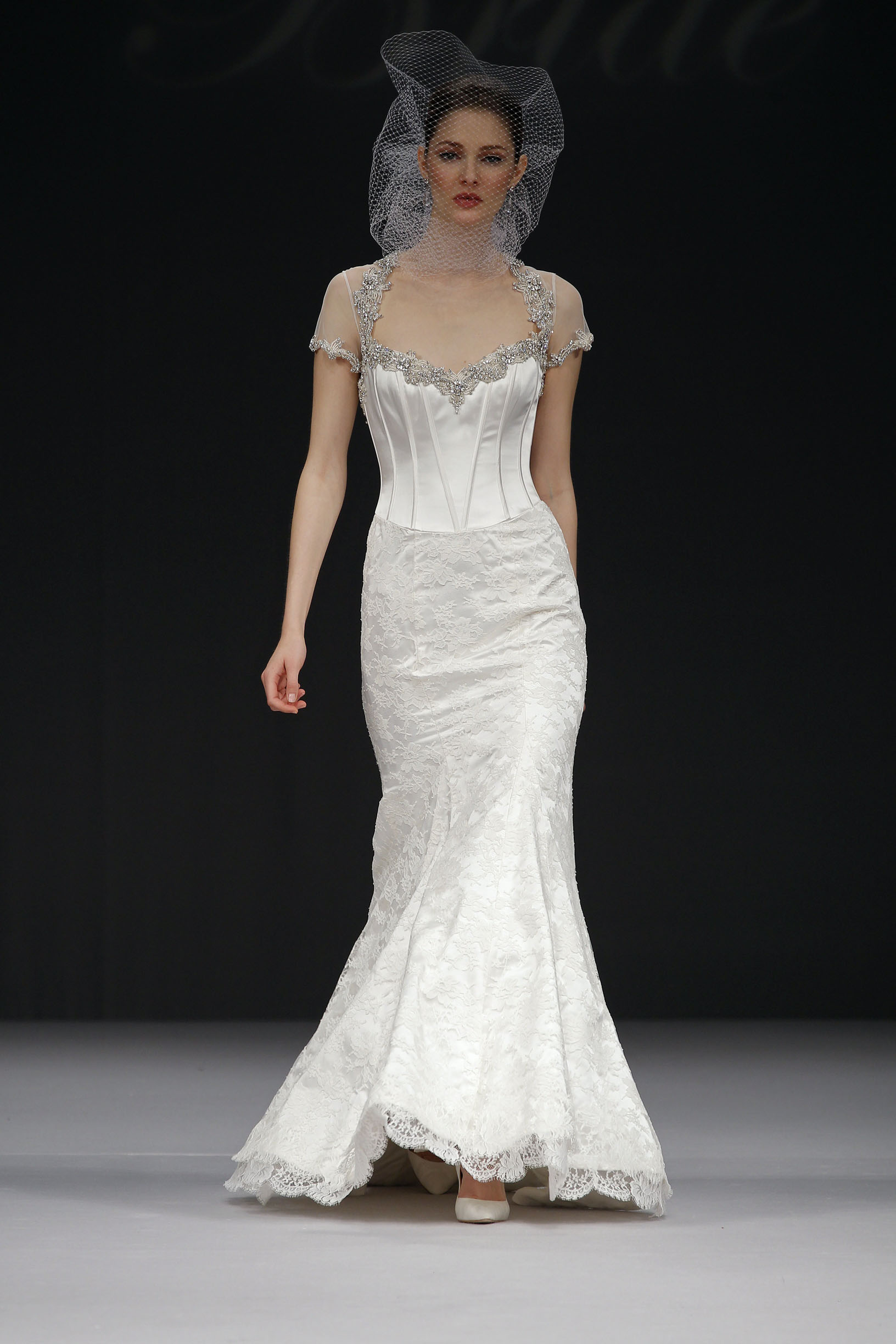 badgley-mischka-Desiree