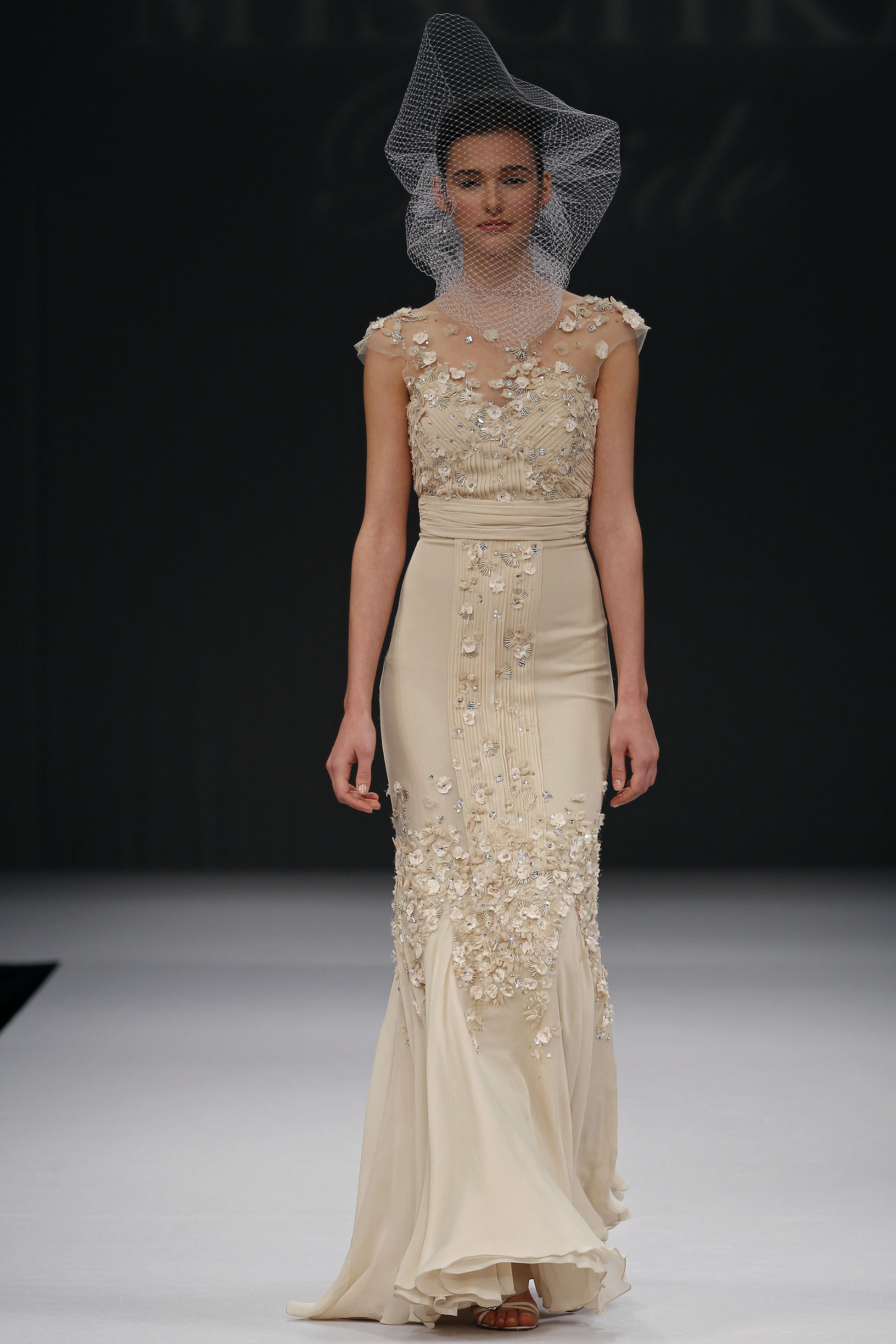 badgley-mischka-Desdemonia